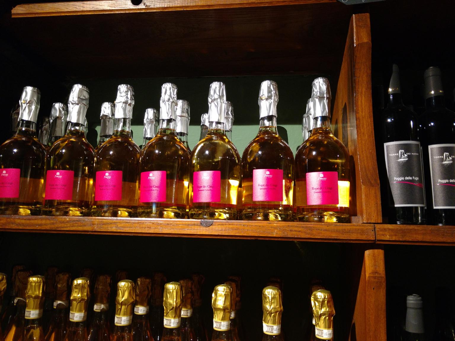 alcune bottiglie a bottega ganaceto modena