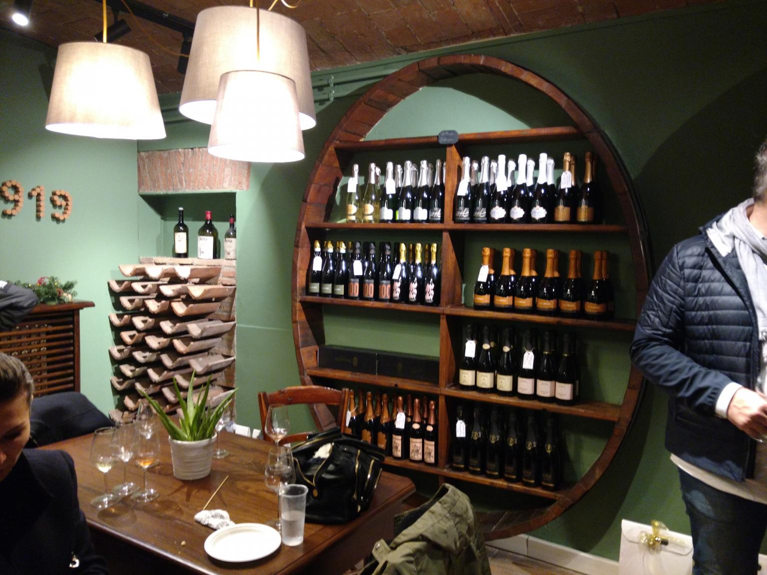scaffale bottiglie bottega ganaceto modena